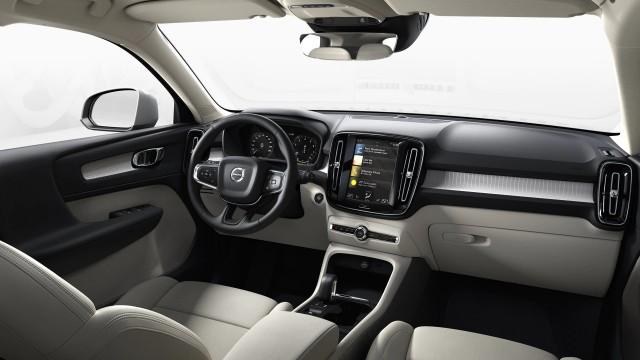 Изображение 2: Volvo XC40 2021 Momentum Pro